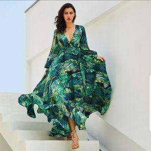 NEW Beautiful Aline Designer Flowy Dress Sz. L